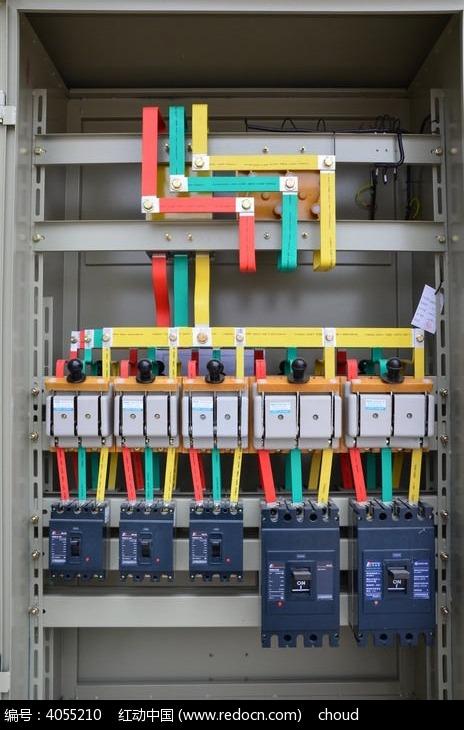 建筑工地上的配电箱图片