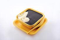 芝麻糊豆腐花