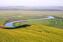 河流如蓝色的飘带