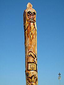 木刻的蒙古族图腾柱