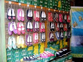 花布鞋的展览与销售