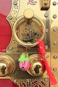 铜门环和香荷包