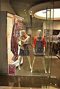 服装展示窗口
