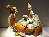 三彩釉陶胡人骑卧驼俑