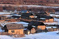 山村人家雪景