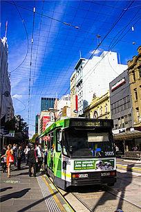 城市街头有轨电车