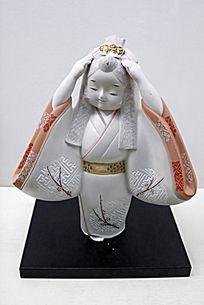 传统服饰妇女偶人
