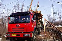 大型汽车运输木材