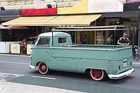 天蓝色的古董老爷车