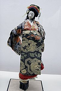 优雅的日本花嫁偶人