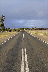澳洲袋鼠岛农场旁笔直的公路