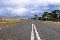 袋鼠岛农场边笔直的公路