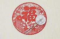 俯拍福字剪纸上放着一双筷一碗汤圆图片