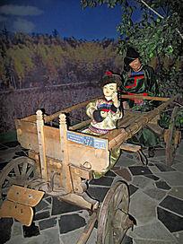 通古斯鄂温克民族的木制四轮车