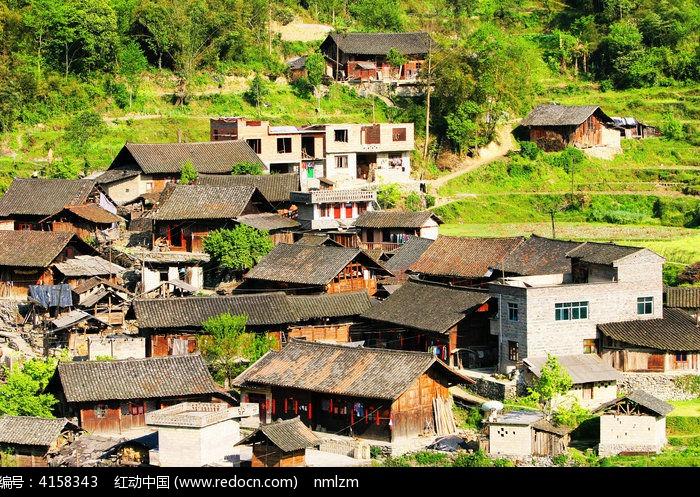 手绘村庄建筑图片