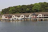 湖面上的酒店
