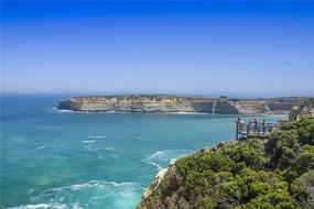 澳洲大洋路的海水和徒壁岩石