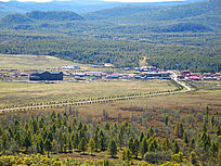 山林环绕的天池林场