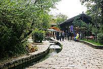 束河古镇石板路