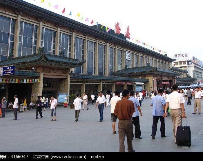 西安火车站旅客图片