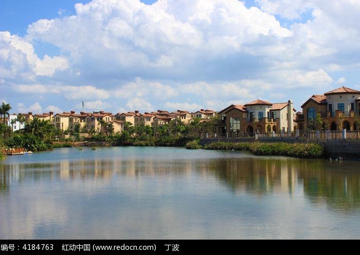 小河边西班牙风的地区群别墅别墅凌桥图片
