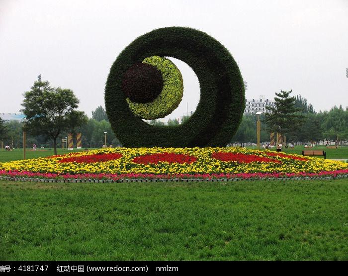 包头市银河广场草坪图片