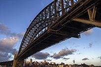 横贯海湾的悉尼港大桥