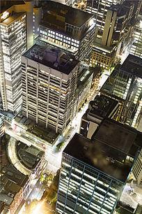 悉尼的高楼大厦和城市道路夜景