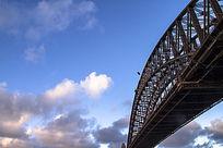 悉尼港上的铁桥