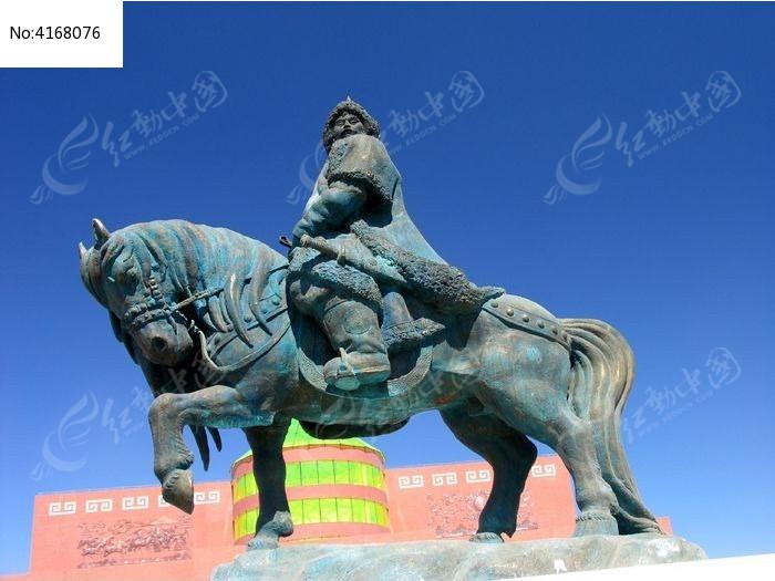 成吉思汗骑马的雕塑图片