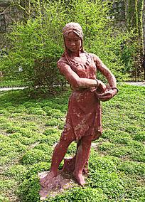 大河村遗址播种的少女雕塑