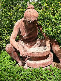 大河村遗址劳作的少女雕塑