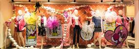 女装专卖店橱窗