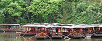 青山绿水间的乌篷船