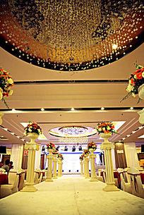 酒店大堂婚礼现场布置