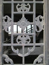 雕刻精美的额镂空窗花
