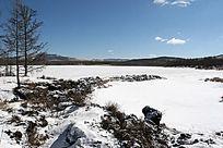 阿尔山火山湖雪景