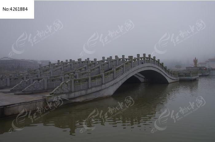 密印寺的拱桥图片