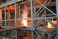 炼钢车间炉火通明