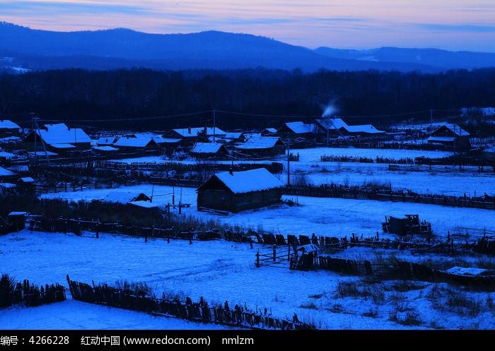 边境雪村宁静的雪夜图片,高清大图_乡村小镇素材