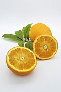 带叶的清晰切面橙子