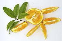 散放的橙子带叶