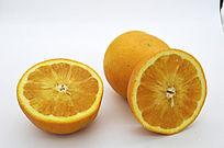 完整和切开的橙子