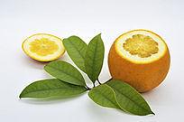 一个切面带叶橙子
