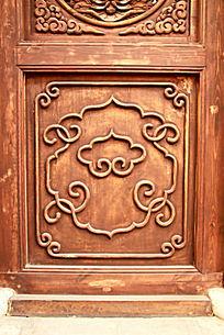 木门上雕刻的中式花纹