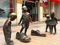 """王府井""""同升和""""铸铜雕塑《童趣》"""