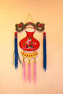 中国红鸳鸯图案刺绣荷包