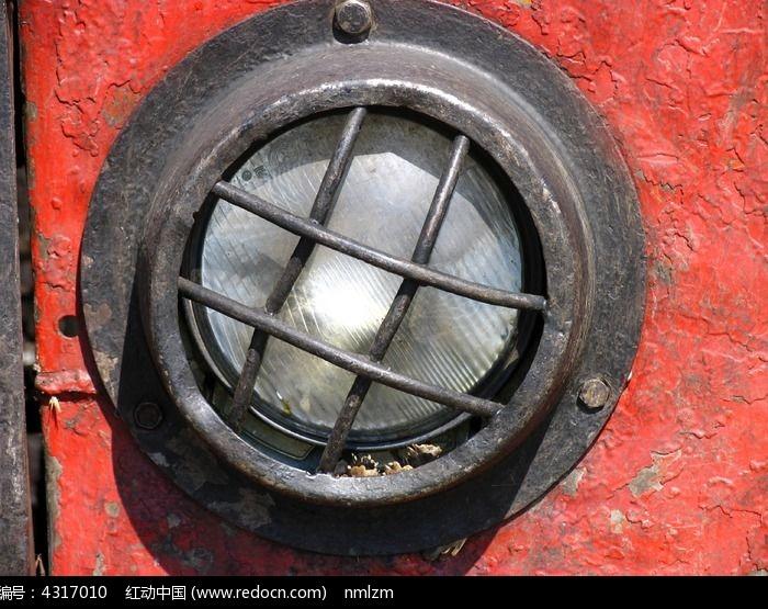 集材拖拉机特殊保护的大灯图片