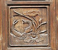 青岩镇老房门上古典木雕画