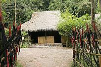 克木人村寨民居